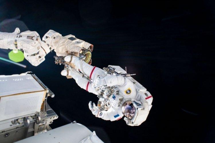 Astronotların 6 saatlik uzay yürüyüşü tamamlandı