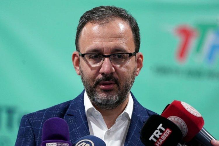 Bakan Kasapoğlu şampiyon 'Efeler'i tebrik etti