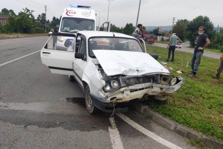 Otomobiller çarpışınca, 6 kişi yaralandı