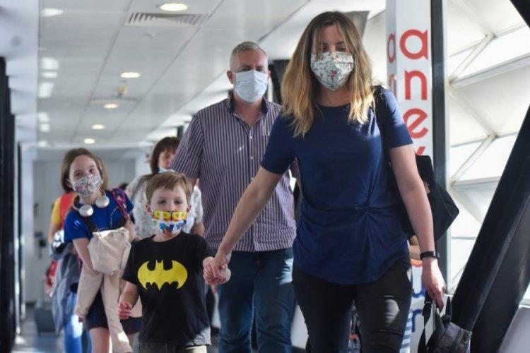 Antalya'ya 44 uçakla 12 bin 200 Rus turist bekleniyor