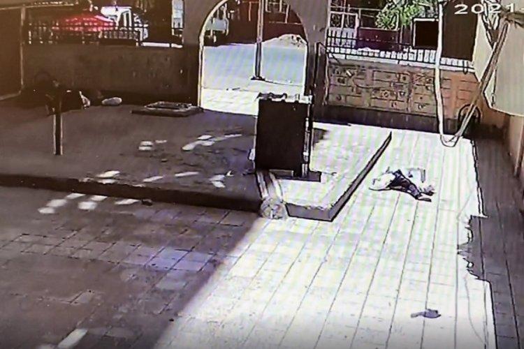 Tartıştığı kişi silah çekince 7'nci kattan atladı
