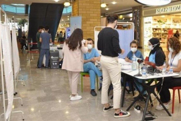 İstanbul'da AVM'ye aşı standı kuruldu