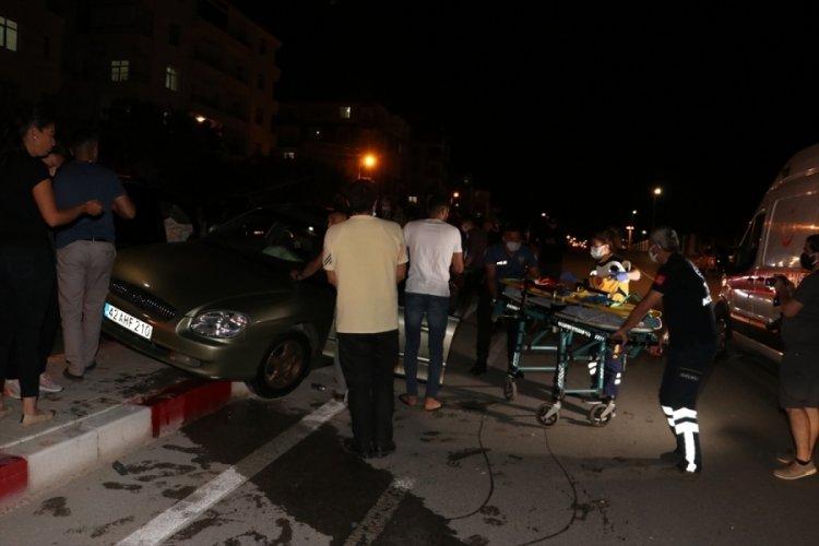 Ticari araç ile otomobil çarpıştı: 2 yaralı