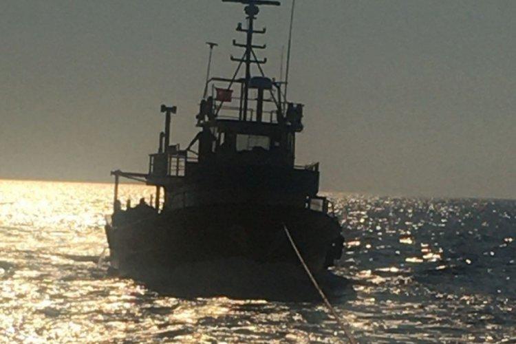 Fethiye'de denizde sürüklenen tekne kurtarıldı