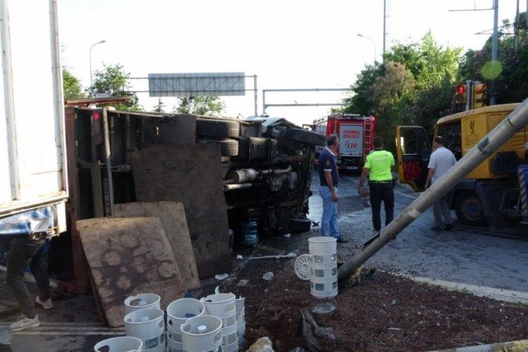 Kamyonetle otomobil kaza yaptı: 4 yaralı