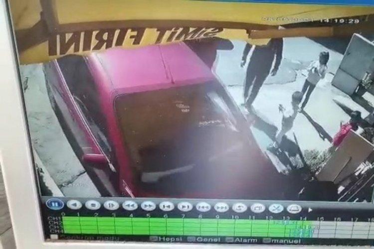 El freni çekilmeyen otomobil fırına girdi!