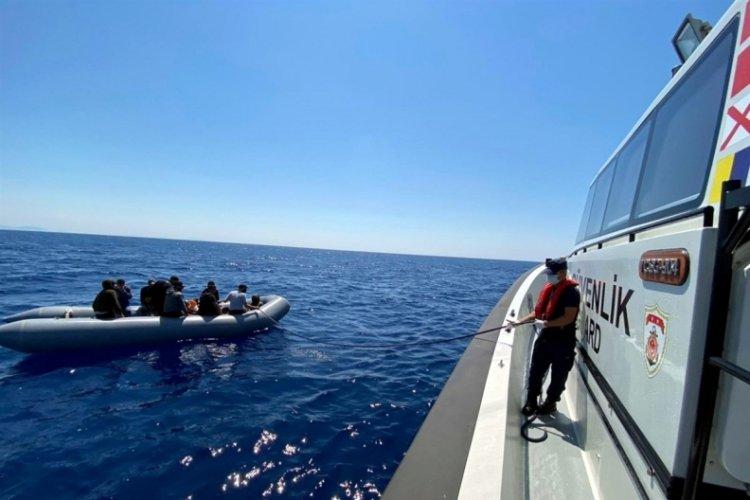 10 kaçak göçmen kurtarıldı