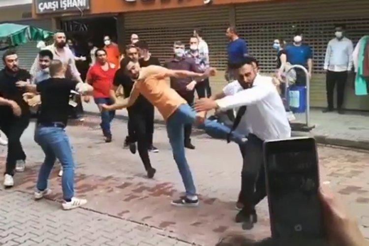 Kuyumcular sokak ortasında tekme tokat kavga etti