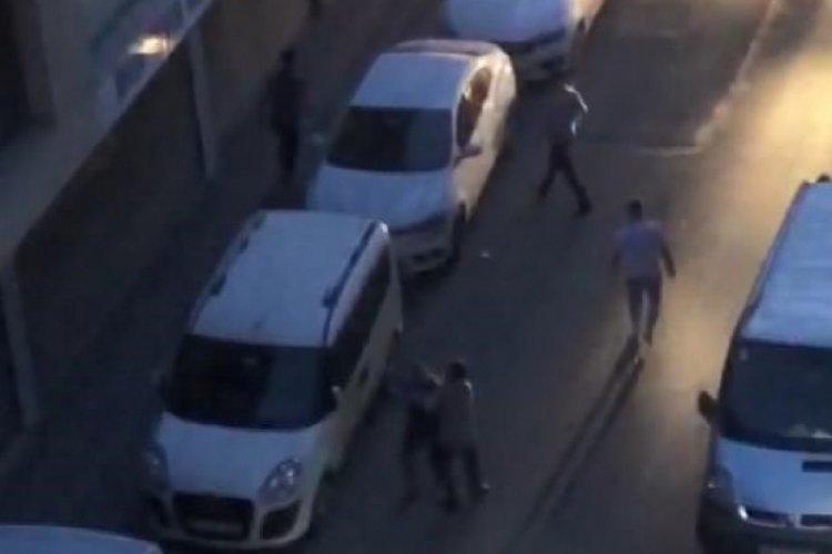 Sokak ortasında bıçaklı kavga: 1'i ağır 3 yaralı