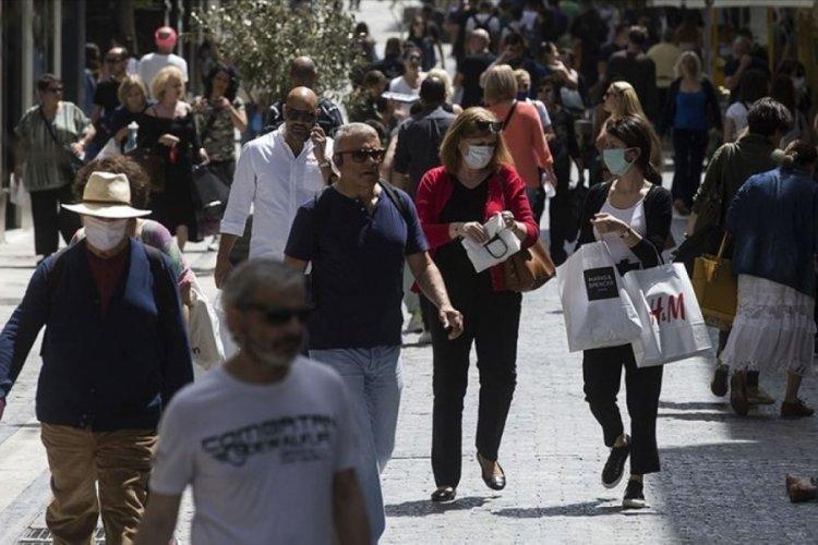 Yunanistan'da açık havada maske zorunluluğu kaldırılıyor