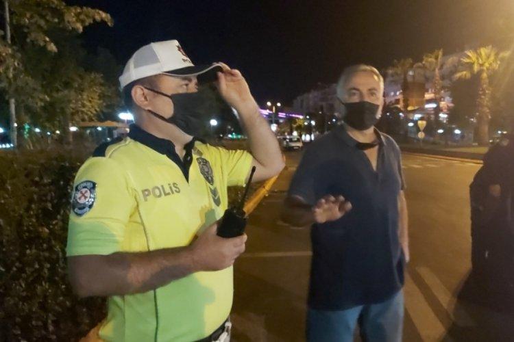 Polislere beddua etti, gözaltına alındı