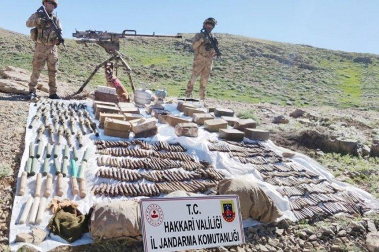 Hakkari'de çok sayıda silah, mühimmat ve patlayıcı ele geçirildi