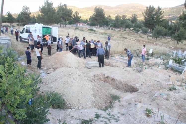 Evlerinde ölü bulunan çiftin cenazeleri toprağa verildi