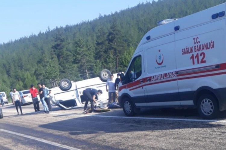 Bursa'da kontrolden çıkan minibüs devrildi: 1 ölü, 3 yaralı