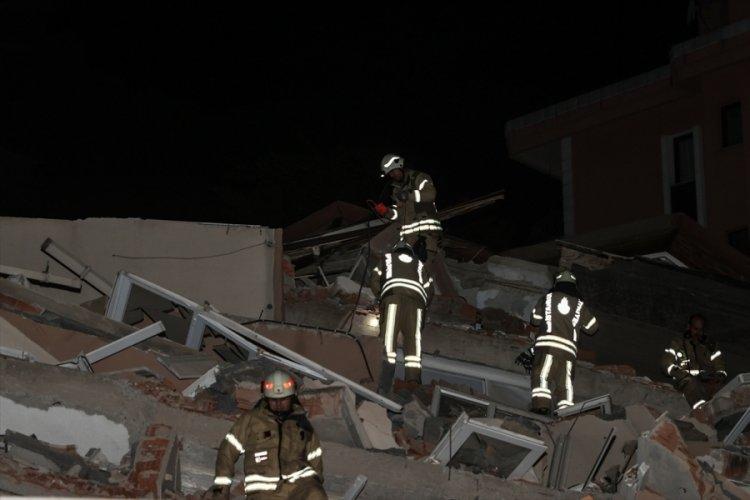 İstanbul Sarıyer'de boşaltılan bina çöktü