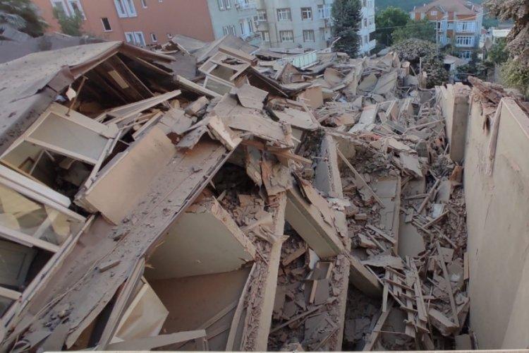 Çöken binanın son hali gün ağarınca ortaya çıktı