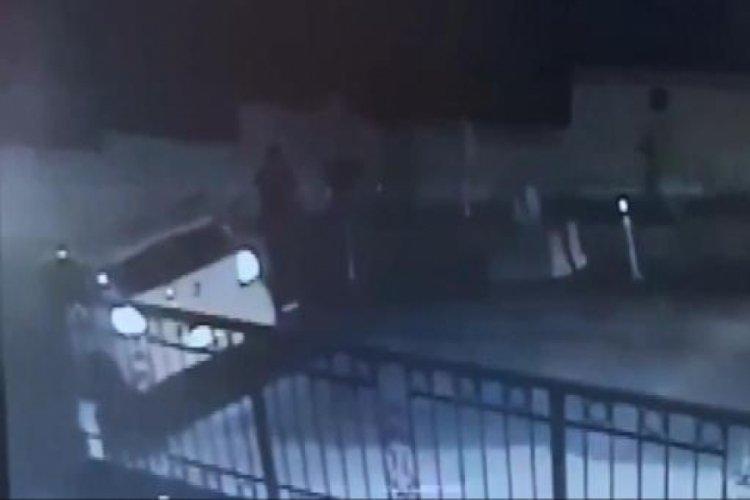 Sokakta oyun oynayan çocuğa otomobil çarptı! Ölümden döndü