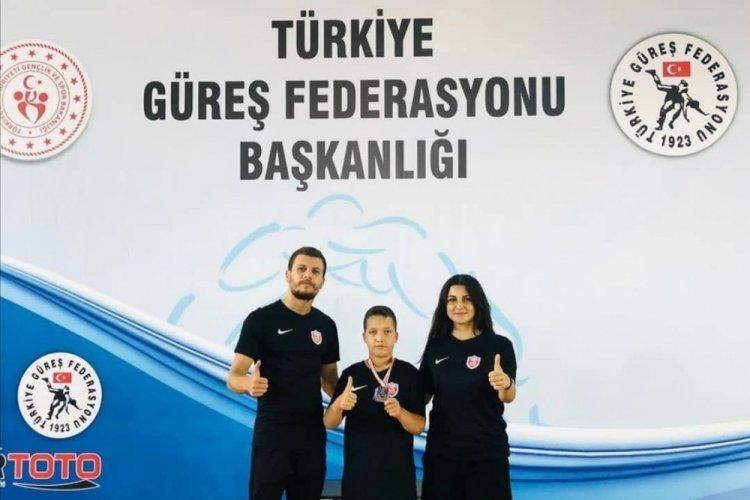 Kepez Belediyespor güreşçisi minderde Türkiye 2'ncisi oldu