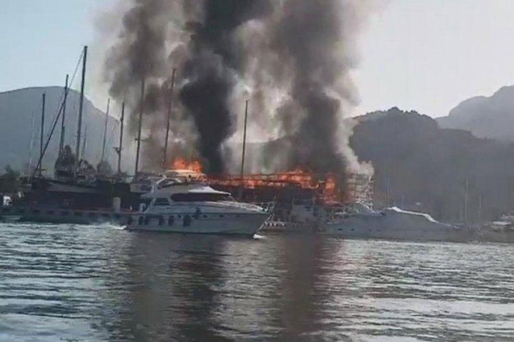 Marmaris'te tersanede yangın: 3 tekne yandı