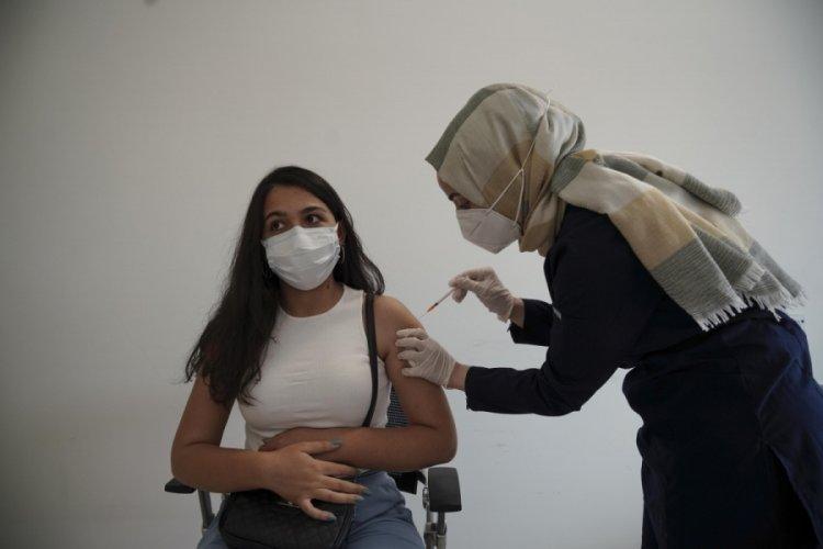 YKS'den çıkan öğrenciler aşıya koştu