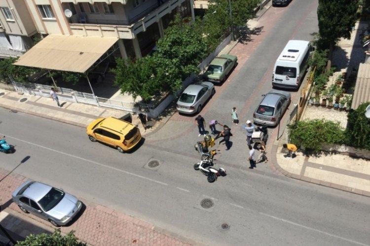 Kazaya karışan yabancı uyruklu şüpheliler, kaçmak isterken vatandaş engeline takıldı