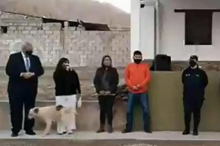 Arjantin'de belediye başkanının üzerine köpek işedi