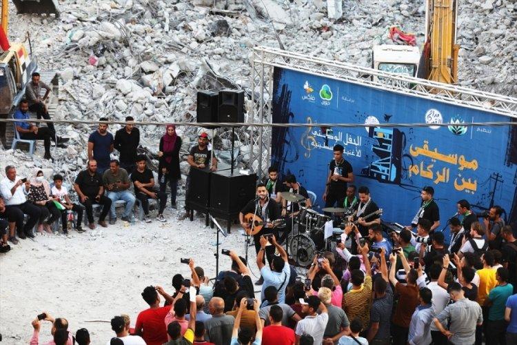 Filistin'de enkazlar arasında konser