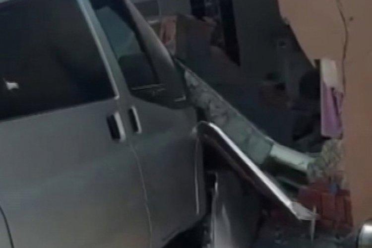 Kontrolden çıkan minibüs dehşet saçtı: 1 kişi hayatını kaybetti