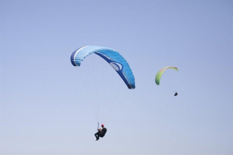 Bursa Gürle tepesinde yamaç paraşütü heyecanı yaşandı