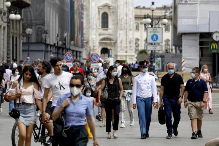 İtalya'da açık havada maske zorunluluğu kaldırıldı