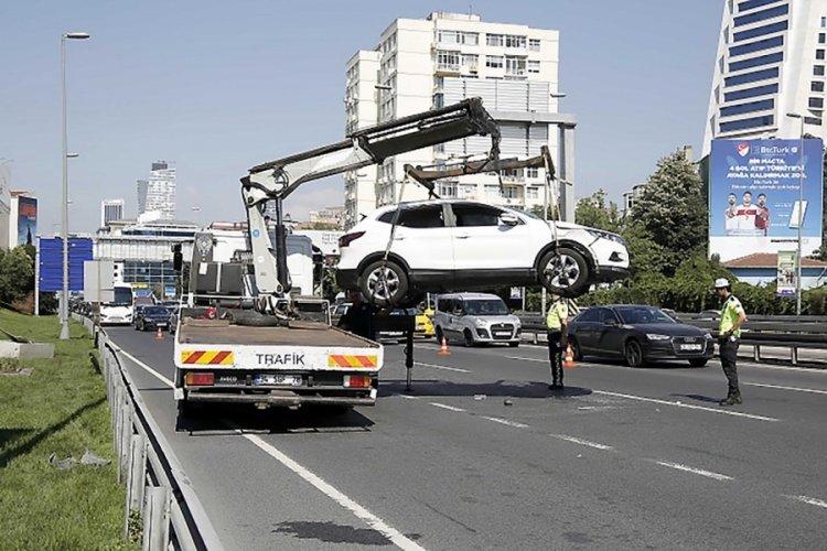 Otomobil devrildi, sürücüsü hafif şekilde yaralandı