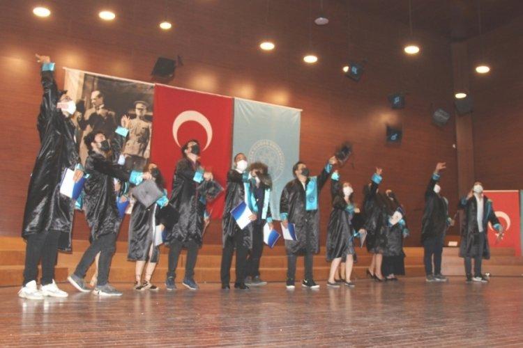 Bursa Uludağ Üniversitesi'nde konservatuvarı mezuniyet töreni düzenlendi