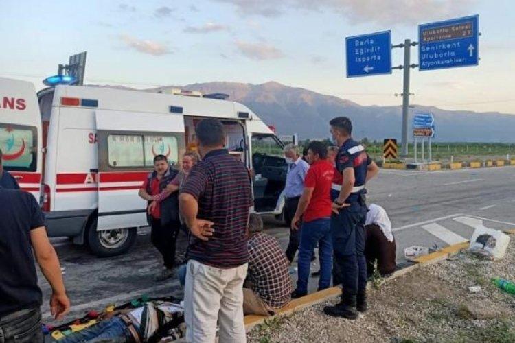 Isparta'da otomobiller çarpıştı! Çok sayıda yaralı var