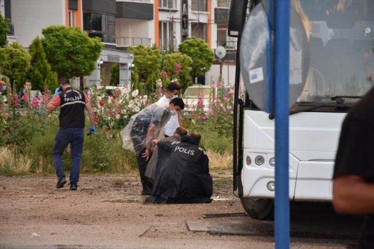 Otobüsün altında kalan 90 yaşındaki adam öldü!