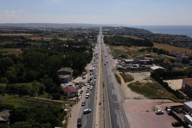 3 kişinin yaralandığı kazada, E-5'te trafik kilitlendi!