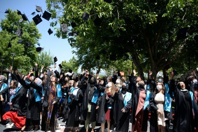 Bursa Yenişehir MYO'da mezuniyet coşkusu