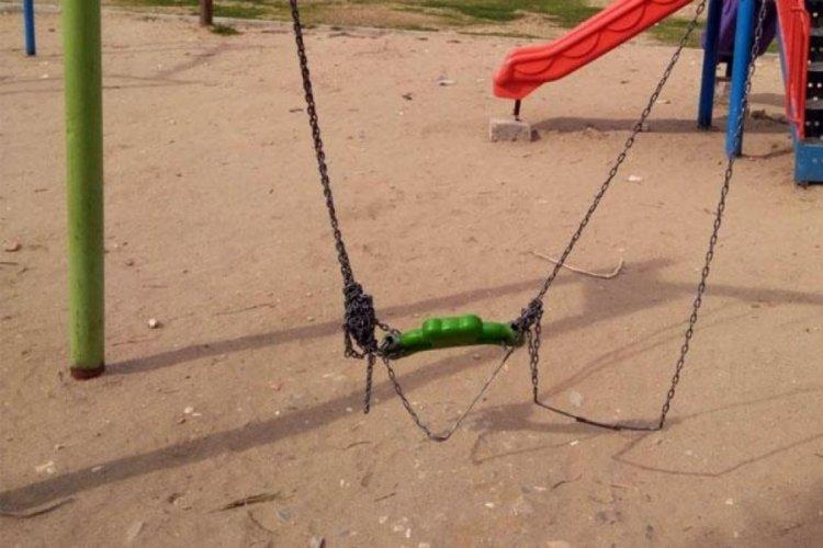 Magandalar çocuk parkını talan etti!