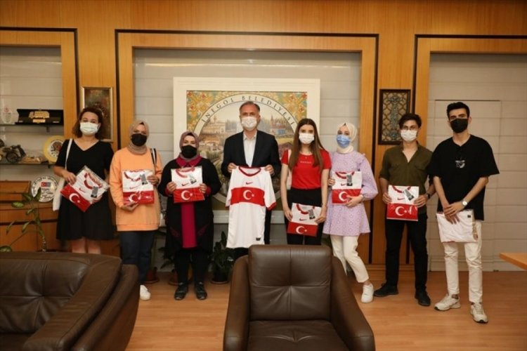 Bursa'da milli forma talihlileri hediyelerini aldı