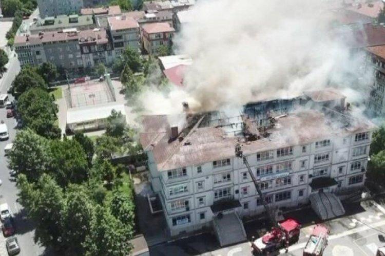 İstanbul'da okul çatısında yangın