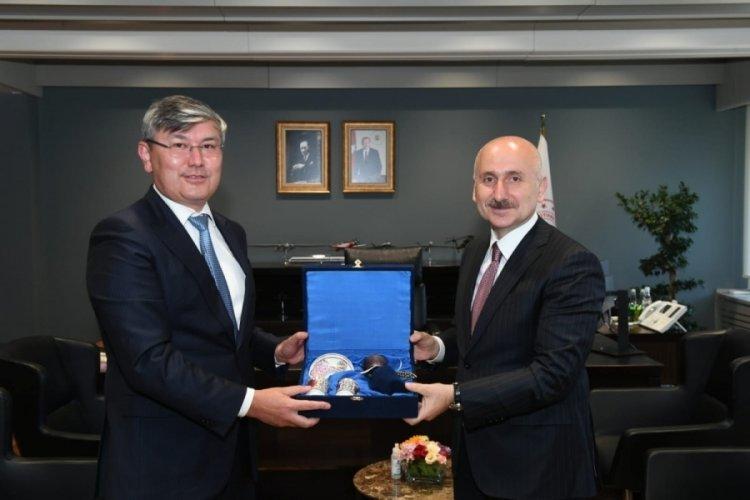 Bakan Karaismailoğlu, Kazakistan Cumhuriyeti Ankara Büyükelçisi Saparbekuly'u makamında kabul etti