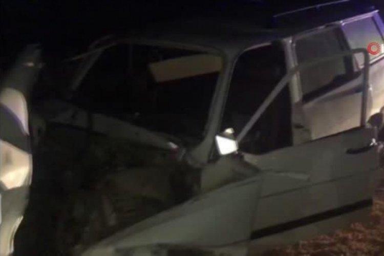 Traktöre arkadan çarpan otomobilin sürücüsü öldü