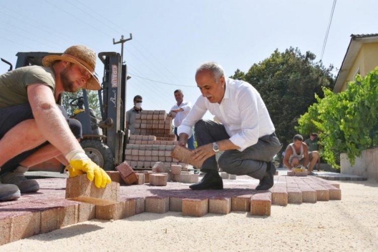 Bursa Yenişehir Belediye Başkanı Aydın, işçilere yardım etti