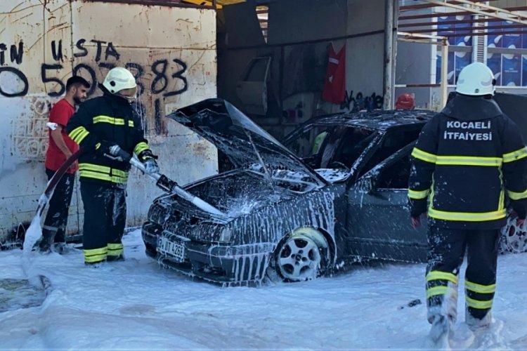 Tamir edilen otomobil, alev alev yandı