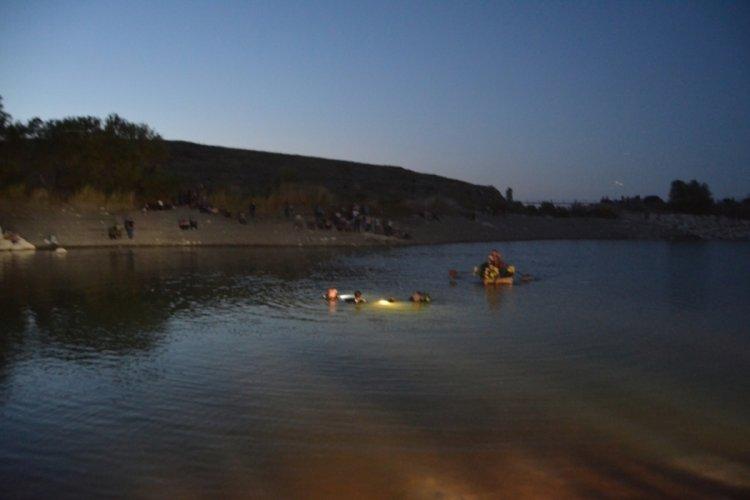 19 yaşındaki genç serinlemek için girdiği gölette boğuldu