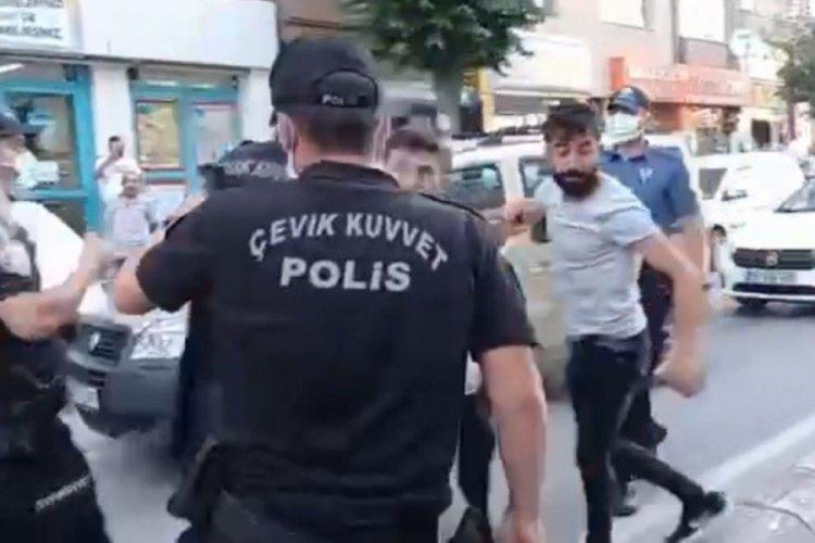 Polis, kavgayı görüntülemek isteyen gazetecilere müdahale etti