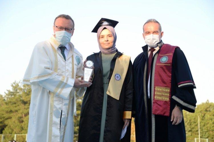 Bursa Uludağ Üniversitesi Fen-Edebiyat Fakültesi'nde mezuniyet sevinci