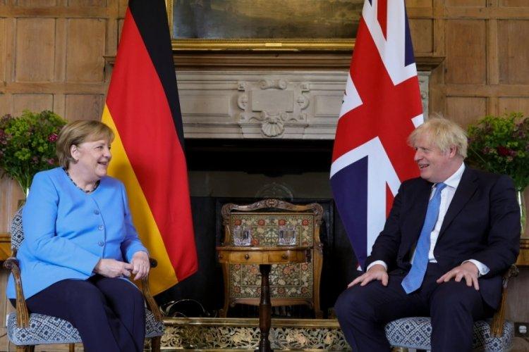 """Merkel'den İngiltere'ye """"veda"""" ziyareti"""