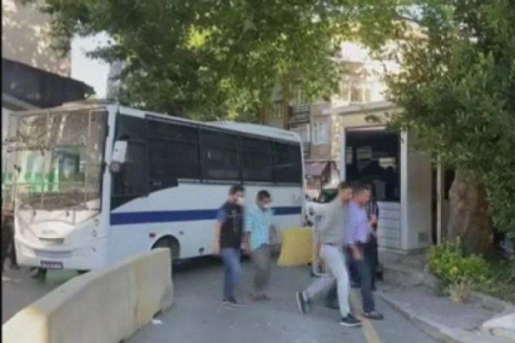 Kadın ve çocukları zorla dilendiren şebeke liderine tutuklama