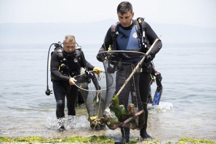 Bursa Mudanya'da tüplü dalışla su altı temizliği yapıldı