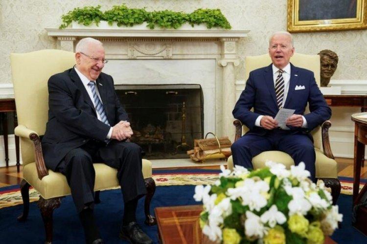 ABD Başkanı Biden, böyle diz çöktü!